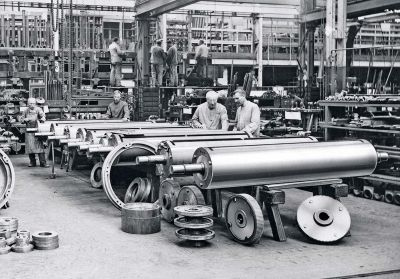 photo-6_cylinder-assembly-in-the-1920_s_g